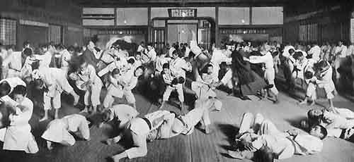 Randori al Kodokan ai primi del '900. <br />I due maestri sono Yokoyama a sx e Mifune a dx.